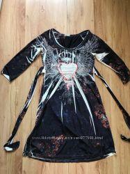 Стильное платье усыпанное камнями с поясом