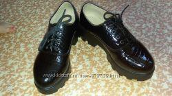 Лаковые туфли на платформе. Размер 39