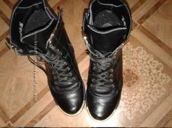классные ботинки на шнуровке кожа