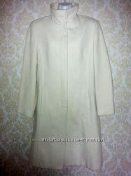 Пальто цвета айвори цену снизила