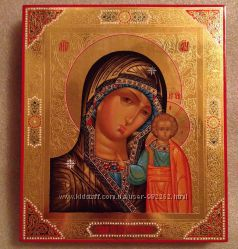 Икона Казанской Божией Матери. На золоте с резьбой.
