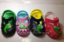 Яркие кроксы-сабо для деток из Венгрии