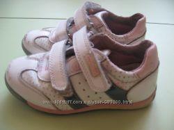 Кроссовки  фирмы Flamingo для девочки ,  26 размер , стелька 15, 8 см  выта