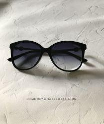 Очки солнцезащитные с очень красивой дужкой