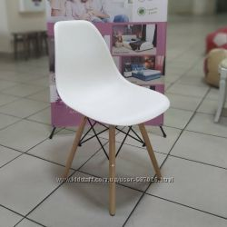 Пластиковый стул Nik на деревянных ножках