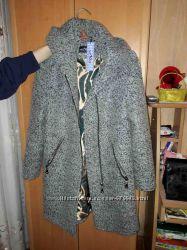 новое деми пальто с капюшоном 44-46размер