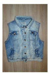 Продам джинсовую жилетку denim co варенка рваная модная 10 р