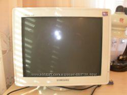 Продам компьютер монитор  клавиатура  мышка колонки
