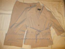 Костюм женский светлый пиджак и брюки