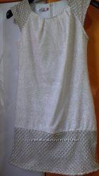Золотисто-бежевое платье