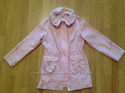 Продам красивый розовый перламутровый плащ на девочку р. 134