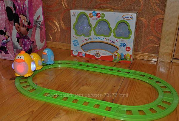 залізниця для малюків Swing Penguin