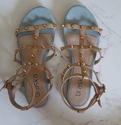 Нереально красивые сандалии 35 размера Braska в духе марки Valentino