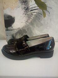 Школьные туфли для девочки лакированные