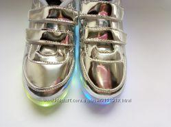 Светящиеся кроссовки с браком.
