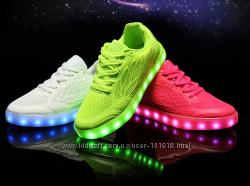 Шикарные светящиеся кроссовки.