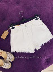 Белые джинсовые шорты рваный низ в наличии качество
