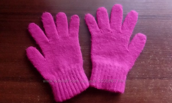 Перчатки осень на девочку б. у. на 5-8 лет малиновые