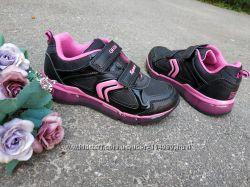Новые кроссовки Geox с мигающей подошвой. разм. 31