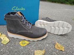 Новые кожаные демисезонные ботинки Clarks. разм. 32