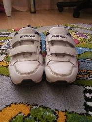 Продам кожаные кроссовки Bona 31 размер