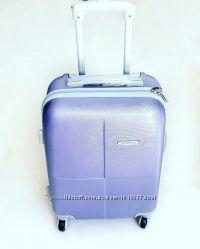 Большой чемодан из поликарбоната сиреневого цвета perfect line