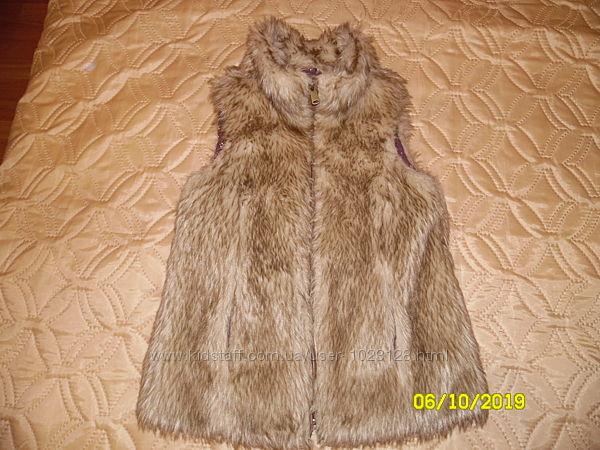 меховая жилетка Zara на рост 120-130см, идеальное состоянии