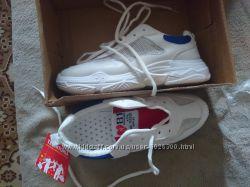 Продам кроссовки белые