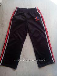 Спортивные штаны Adidas на 5-6 лет.