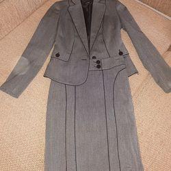 Продам костюм женский 44 размер фирма Oodji  в идеальном состоянии