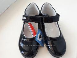 Продам новые нарядные лаковые туфельки melania 25 р-р, 16-16, 2 см
