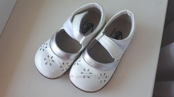 Продам красивые туфельки в состоянии новых 25-26 р-р 15, 5 см