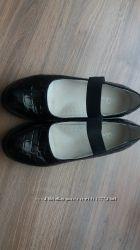 Продам туфли на девочку Ариал