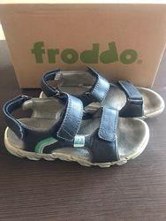 Продам босонжки  Froddo