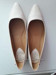 Продам новые туфли  Calvin Klein