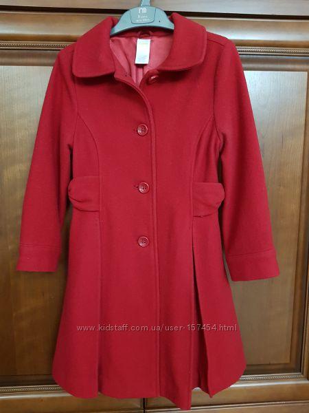 Красное пальто.