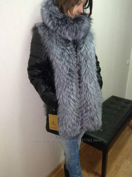 Теплая куртка из натуральной кожи с чернобуркой и капюшоном.