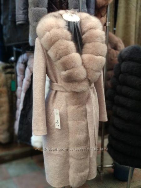 Новинка. Стильное пальто с мехом.