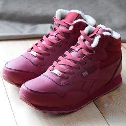 Бордовые кроссовки на меху