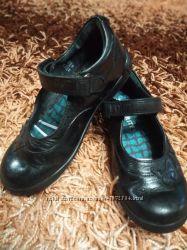 Кожаные черные фирменные туфли в школу 28 размер 18. 5 см