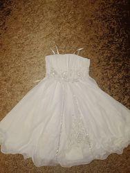 Белое нарядное пышное платье на утренник Новый год выпускной 7-10 л