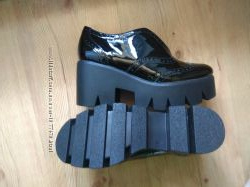 Туфли лаковые натуральная кожа 36-37 р на тракторной подошве
