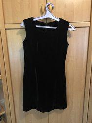 Маленькое черное бархатное платье