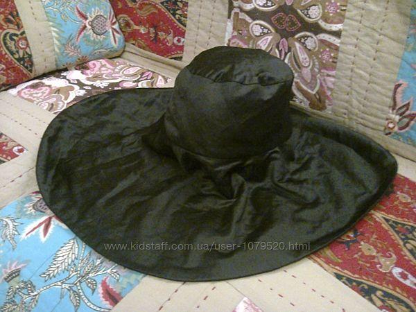 Черная шляпа, с широкими полями