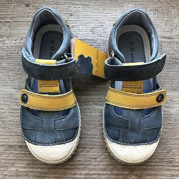 Нові спортивні туфлі шкіряні D. D. Step супінатор