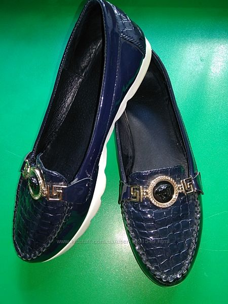Лаковые туфли, лоферы, р. 39.