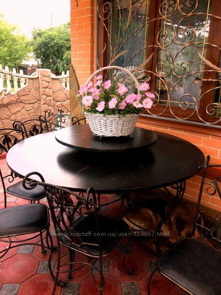 стол и стулья ковка