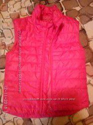Жилетки, куртки,  ветровки, пальто на девочку