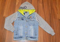 Модная джинсовая куртка с капюшоном на мальчика