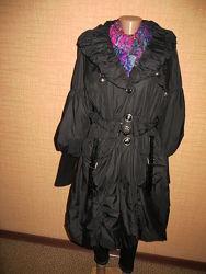 Пальто черное с капюшоном. Италия.